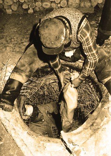 Comune di Sogliano al Rubicone - uomini al lavoro - Formaggio di Fossa