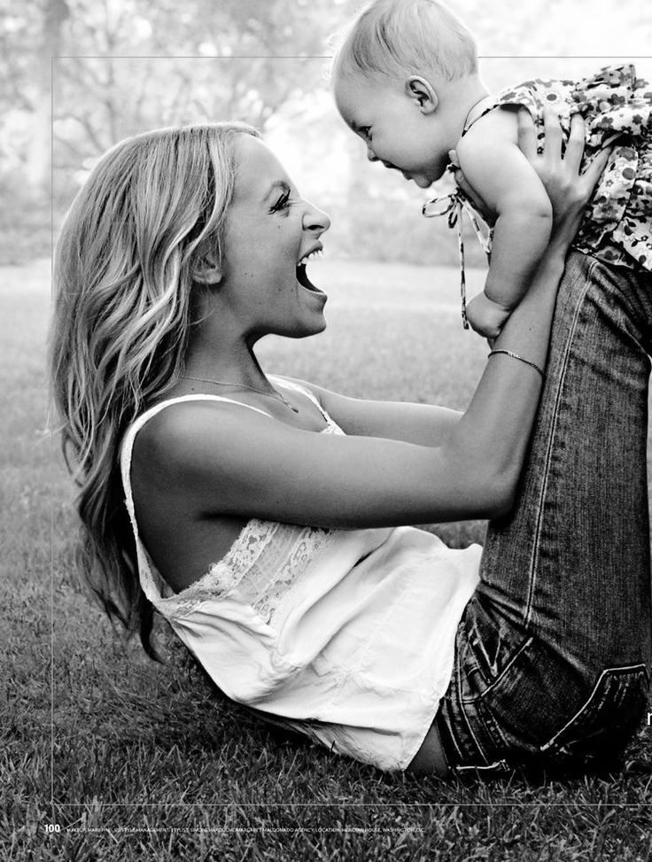 nicole richie and daughter---what a gorgeous picture of her and mother and daughter both have joyful expressions
