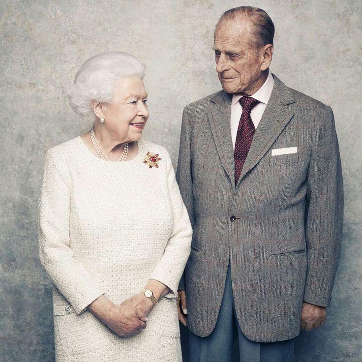 70 ans d'amour. Photo officielle des noces de Platine de la reine Élisabeth II et du Duc d'Edinburgh. 20 novembre 1947-2017.