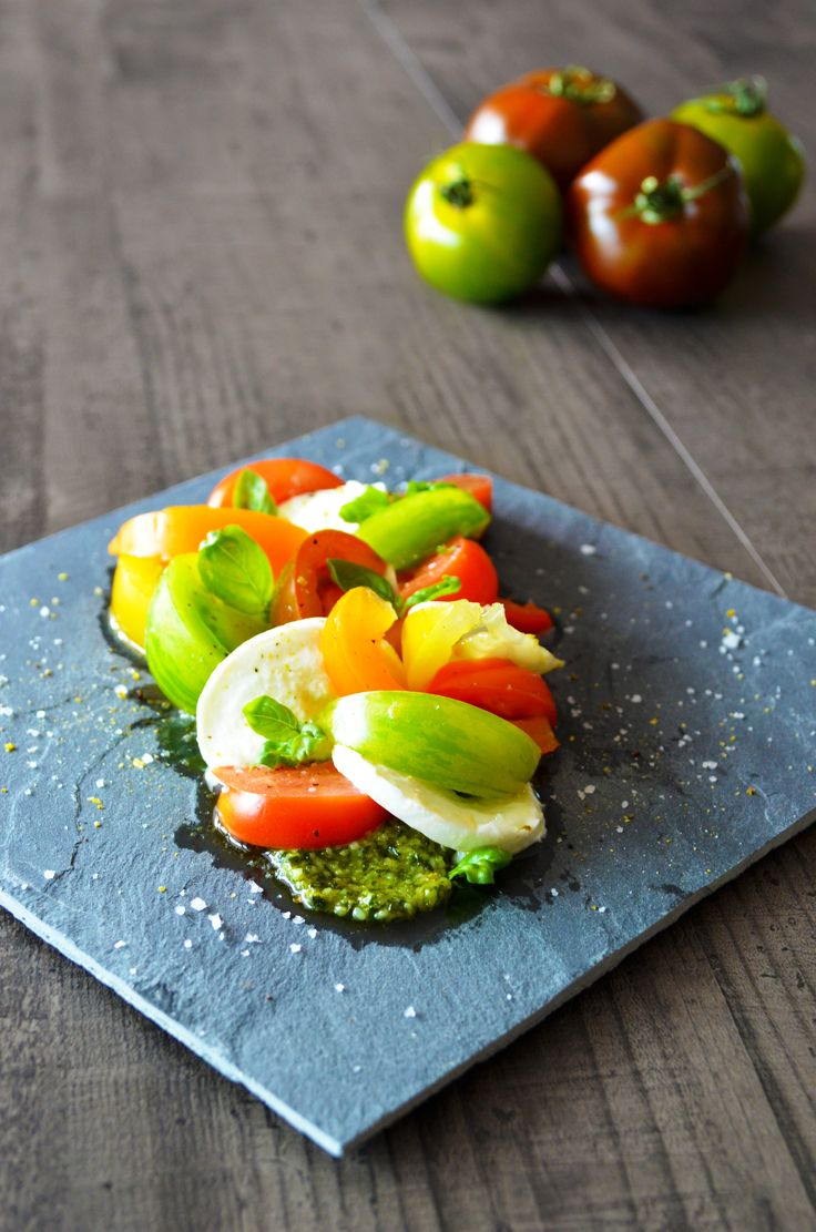 Salade de tomates-mozzarella di Bufala colorée et généreuse