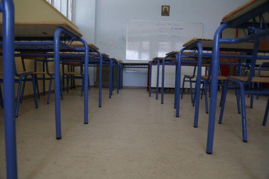 Προσλήψεις 20.000 αναπληρωτών εκπαιδευτικών   Οι μόνιμες θέσεις στο δημόσιο για καθηγητές και δασκάλους όπως όλα δείχνουν παγώνουν για τα επόμενα δύο χρόνια και έτσι όλα δείχνουν ότι οι μόνες προσλήψεις που θα γίνουν θα είναι αυτές αναπληρωτών και ωρομίσθιων.  Η σχετική πλατφόρμα για τις αιτήσεις αναπληρωτών  ωρομίσθιων εκπαιδευτικών φέτος θα ανοίξει νωρίτερα από ποτέ. Οι ενδιαφερόμενοι από την ερχόμενη Δευτέρα 27 Μαρτίου θα δουν την ειδική φόρμα για να υποβάλλουν την αίτησή τους στη…