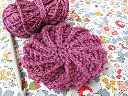 Sharing a free pattern for this Spiral Circle Motif with a ton of 'how to' pics from Very Berry Handmade. What a great blog!