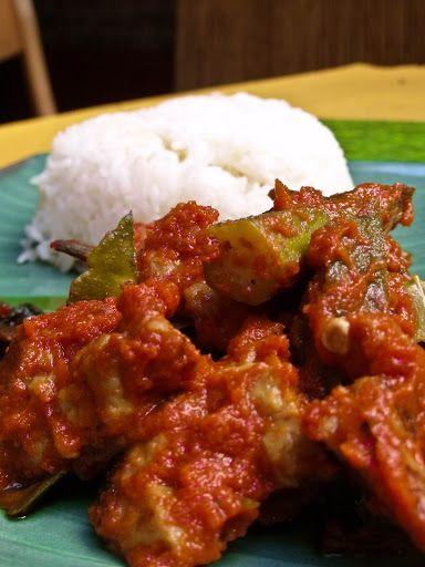 Indonesicher Seitan mit Okraschoten und Kai-lan mit Karotten