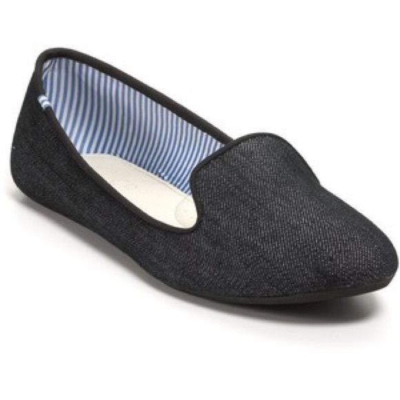 Elegant Charles Philip of Shanghai Blue Slippers Classy and preppy! A breezy and comfortable spring take on the classic CP Lizzette. Featuring luxurious Raw Denim and the signature stripped interior. stylish yet whimsical! These slippers are the perfect accessory for that beach look! Comfy and barely worn!!!!! Intact! If you know fashion, you know that as with the LBD every girl/boy should own a pair of neutral slippers Charles Philip Shanghai Shoes Slippers