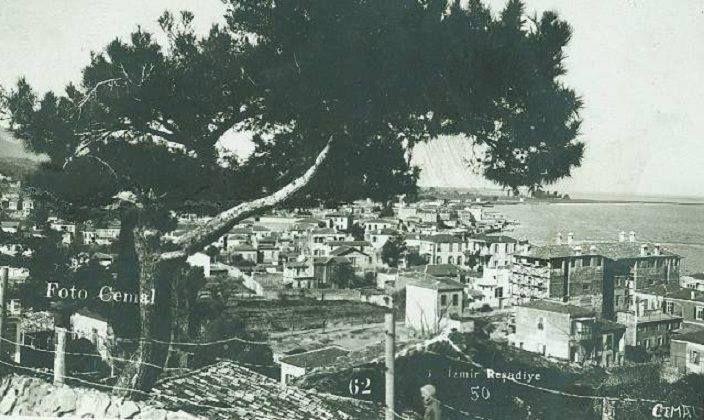 Bugünkü ismi Güzelyalı olan Reşadiye, sağdaki büyük bina Anadolu Apartmanı.