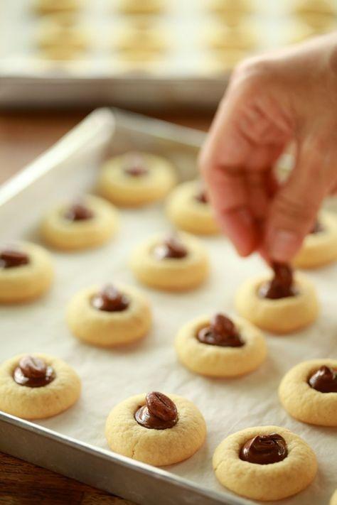Cookies ini di katakan sedang meletup-letup dipasaran. Dengar kata rasanya sangat sedap dan harganya juga... mak ampunnnn.... mahal yang...