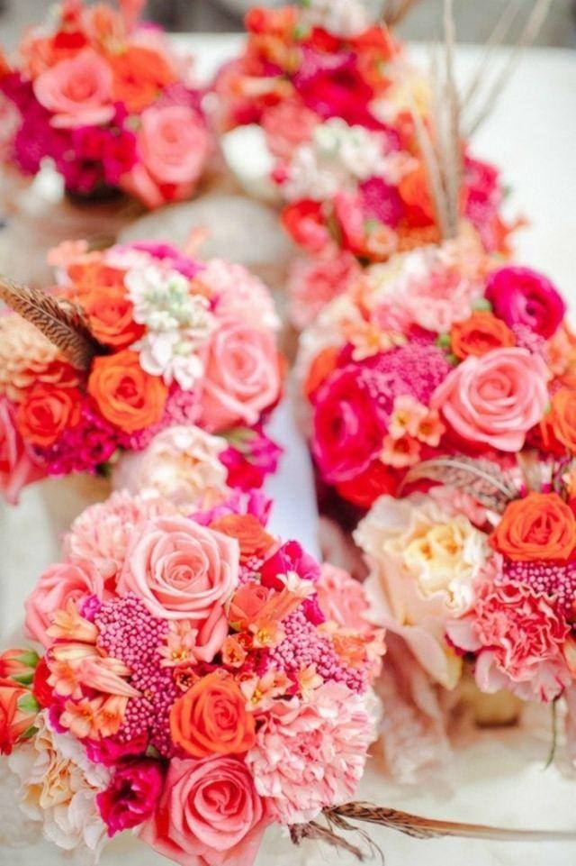 Hochzeitsdeko im Sommer -  Strauß in rosa Nuancen mit Feder als Akzent