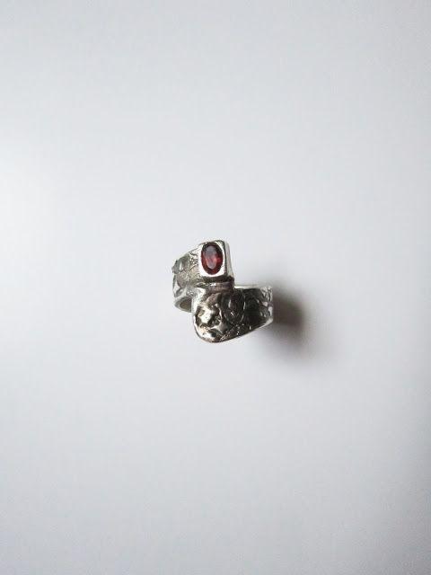 Cris Briz: handmade silver ring (Metal Art Clay 999) with ruby
