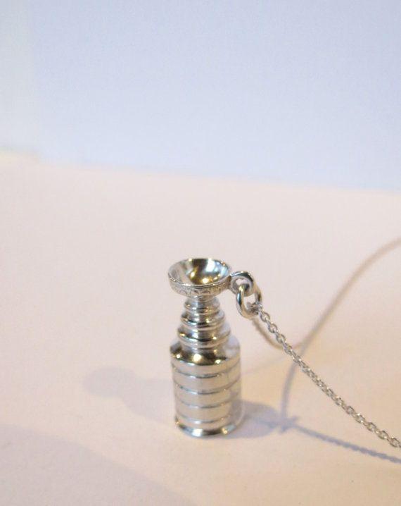 I want!!! Pretty darn cool #Hockey #Jewelry @Alyson Newman