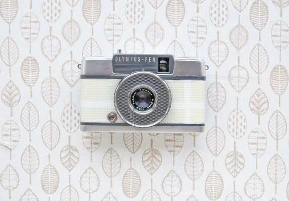 日本で代表的なオリンパスのハーフサイズカメラです。初心者向けに生産され、シャッターを押すだけの簡単カメラです。シャッタースピードも自動で切り替わり自動的に露出...|ハンドメイド、手作り、手仕事品の通販・販売・購入ならCreema。
