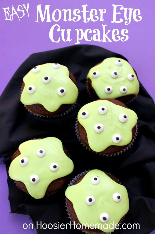 Easy Monster Eye Cupcakes for Halloween: Create these easy to make cupcakes in minutes - easy enough for the kids too! HoosierHomemade.com #Cupcakes, #Halloween