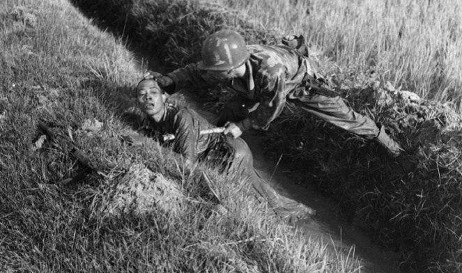 Seorang pejuang berhasil ditangkap tentara Belanda [Image Source]