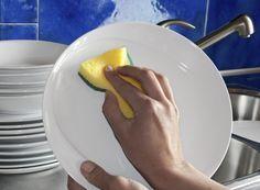 Ingredienti:detergente piatti fai da te  3 limoni, 400 ml di acqua, 200 g di sale, 100 ml di aceto bianco Frullatore ad immersione Facoltativo: scaglie di sapone di marsiglia per chi adora la schiuma