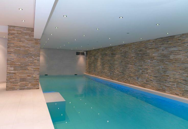 25 beste idee n over binnenzwembaden op pinterest for Binnen zwembaden