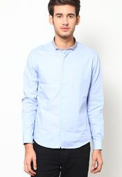 Strut your stuff when you adorn this blue coloured casual shirt by United Colors Of Benetton. With a comfortable stitch and sharp design, this regular-fit casual shirt is fashioned using 100% cotton that makes it a delight for skin. Style it with contrast colour chinos for an event that doesn't demand formals.