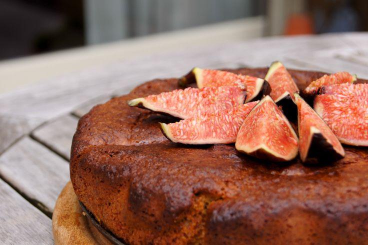 Dit recept voor Glutenvrije Taart met Vijgen zonder geraffineerde suiker is…
