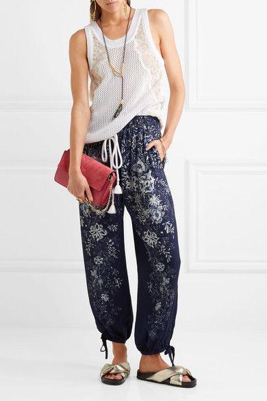 https://www.net-a-porter.com/de/en/product/844583/chloe/exclusive-printed-cady-pants