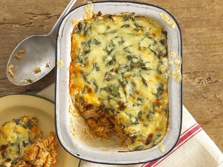 A tuna pasta bake is a great way to access tuna's rich in protein, vitamin D & B12 elements making it a nutritious choice for dinner.