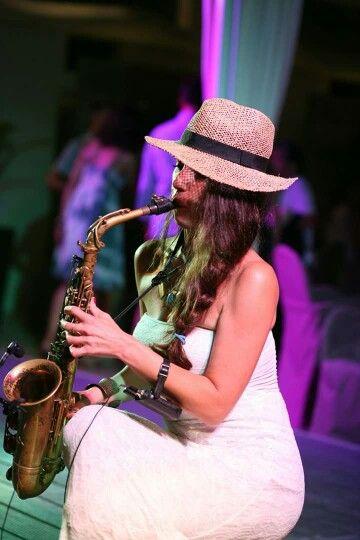 Jessica ed il suo sensual sax