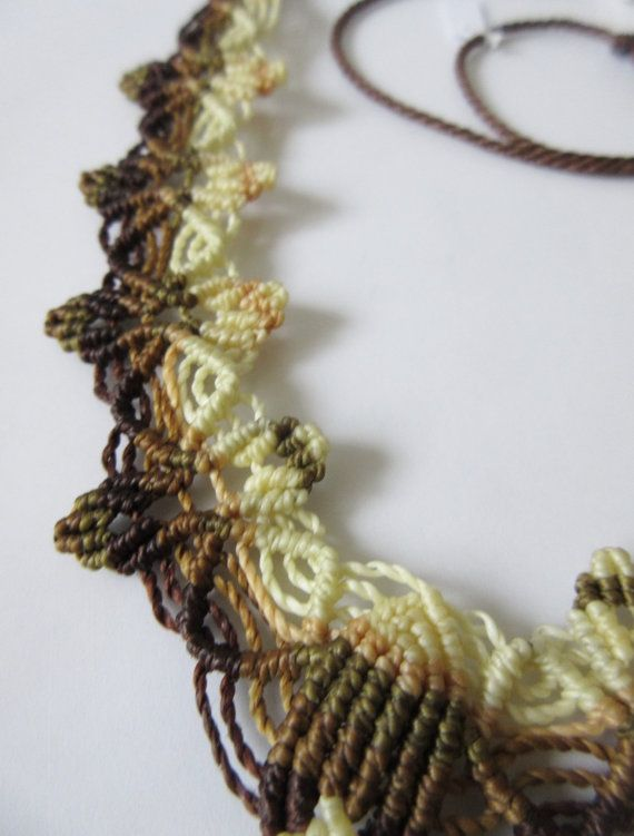 Caramello Onyx Macrame marrone e Beige collana di PapachoCreations
