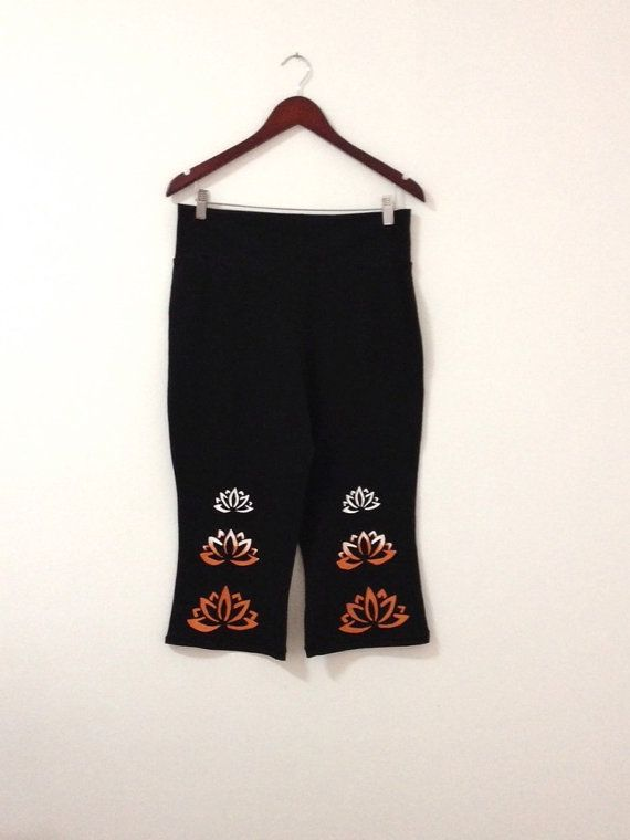 Black yoga capri  Capri pants for yoga lovers  by COOLLeggings
