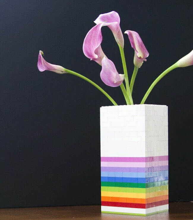 Wenn du LEGO verkaufen wolltest, wirst du jetzt deine Meinung verändern - Vase aus LEGO Check more at http://diydekoideen.com/wenn-du-lego-verkaufen-wolltest-wirst-du-jetzt-deine-meinung-verandern/