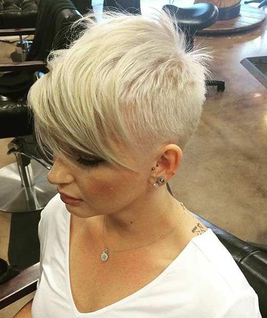 Rasierte Blonde Pixie Cut Mit Langen Pony Hair Feines Haar