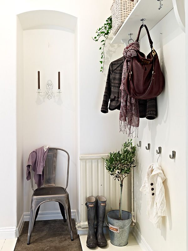 i love the idea of a catchall area by the front door.