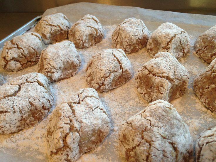 Ricciarelli di Siena Christmas Cookies. #christmas #christmasbaking #cookies #almonds #almondcookies #almondbiscuits #ricciarelladisiena #italianfood #italy