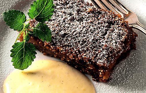 Skoonelaiset perinneruoat rikastuttavat koko Ruotsin ruokakulttuuria. Tässä omenakakussa kohtaavat tumma, makeahko leipä ja happamat omenat.