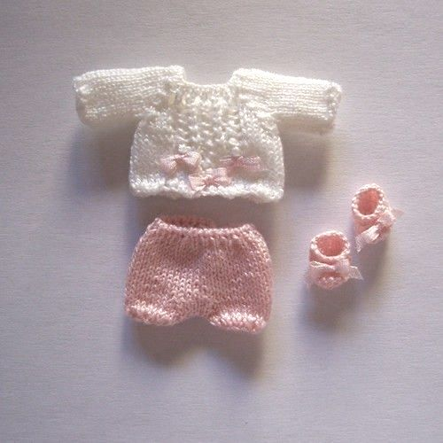 1:12th scale miniature knitted baby ensemble by 'mis-creaciones' via ebay