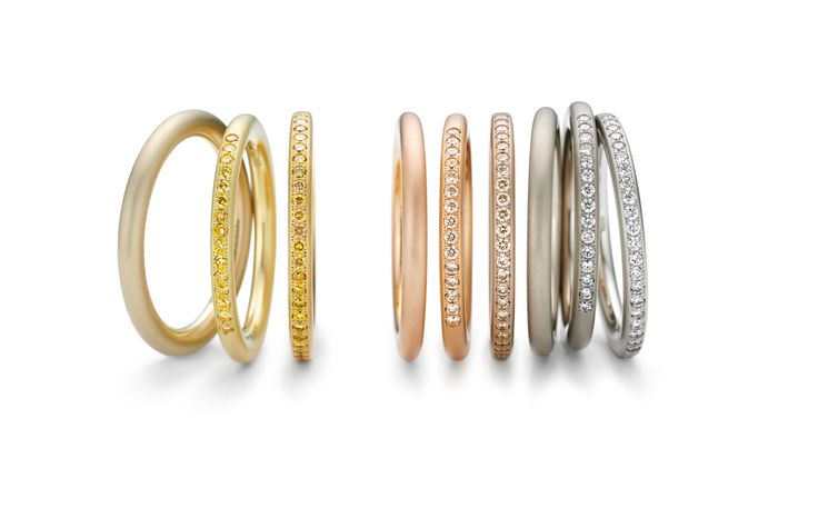 BLAZE OF COLORS The slender rings send white or naturally colored diamonds into orbit, making good company for a Niessing Ring®, a wedding ring – or for a peer. Create a colorful artwork for your hand!