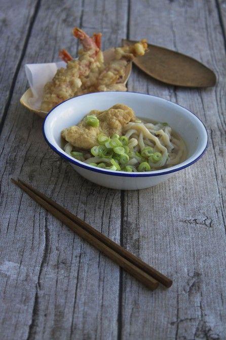 Udon nudler og rejetempura // Udon noodles and tempura