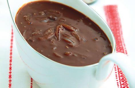 Novelli onion and cocoa gravy