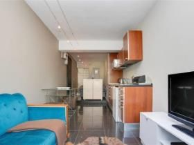 0.5 Bedroom Apartment / flat for sale in Vredehoek - Cape Town
