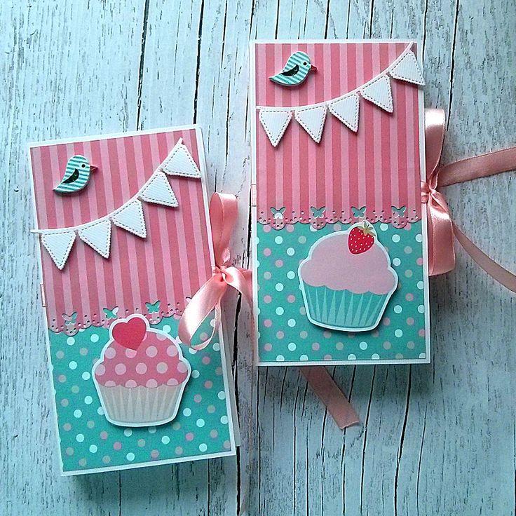 Czekoladownik - kartka z miejscem na czekoladę, wierzch ozdobiony girlandą oraz papierową babeczką, prezent dla dziewczynki ----- Handmade card with chocolate - great gift for kid's birthday