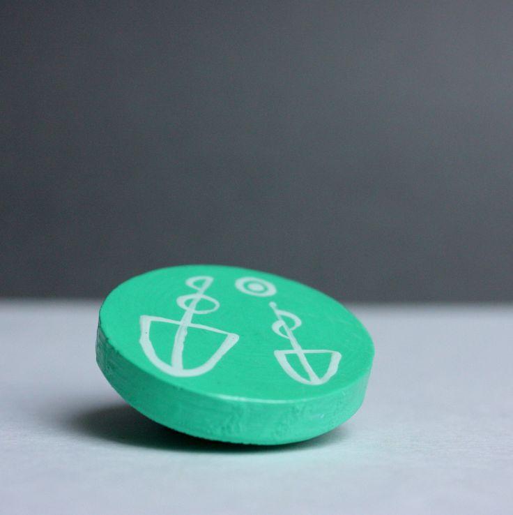 Dřevěný magnet - lodičkový Ručně malovaný dřevěný magnet o průměru 3,5 cm.