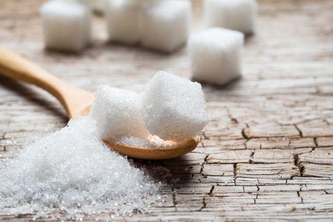 La aterradora columna de terrones blancos no deja lugar a dudas: Esas galletas dietéticas escondían más azúcar del que creíamos. Y así ocurre con un sinfín de alimentos que, gracia