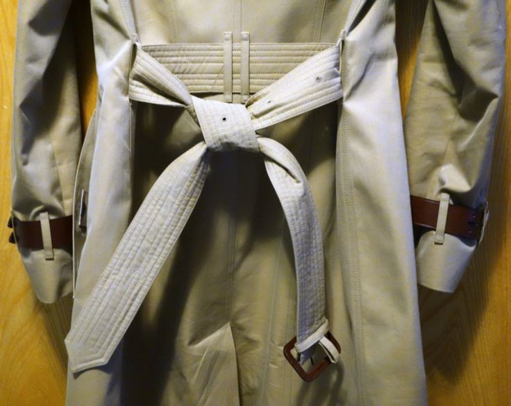 How-To-Tie-a-Burberry-Belt-Knot-13