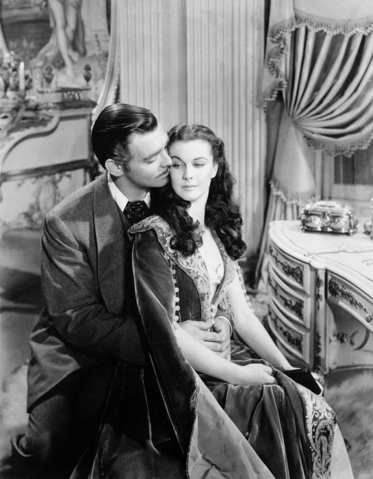 American actor clark gable as rhett butler passionately for Who played scarlett in gone with the wind