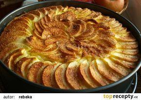 Jablkový koláč s tvarohem recept - TopRecepty.cz
