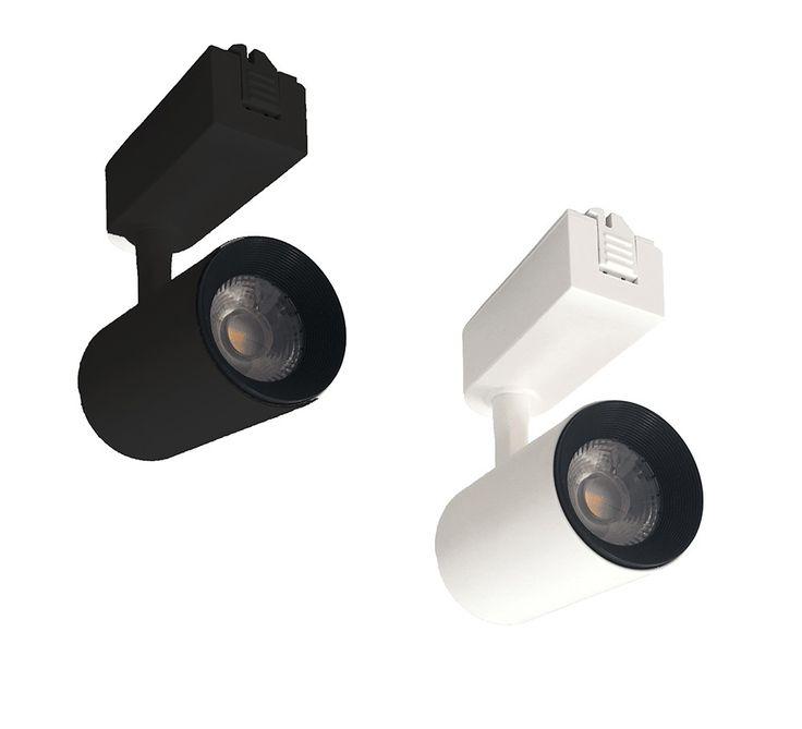Spot de LED 7W Bivolt Preto Para Trilho Eletrificado. Perfeito para iluminação de lojas quando se deseja dar destaque para diversos pontos da loja. Instalação de sobrepor e não precisa ter forro no teto.