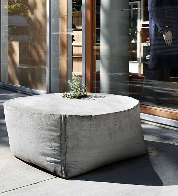 how many times can i say it? i LOVE concrete!!<3 another soft-lOOk concrete bench/planter for my garden....... :-)