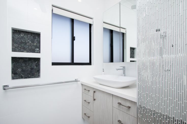 CYGNET ENSUITE WITH GLASS MOSIAC TILE FEATURE WALL CONNOLLY HOMES BROOME BUILDER