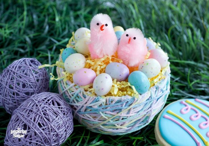 Yarn Easter Eggs and Easter Basket