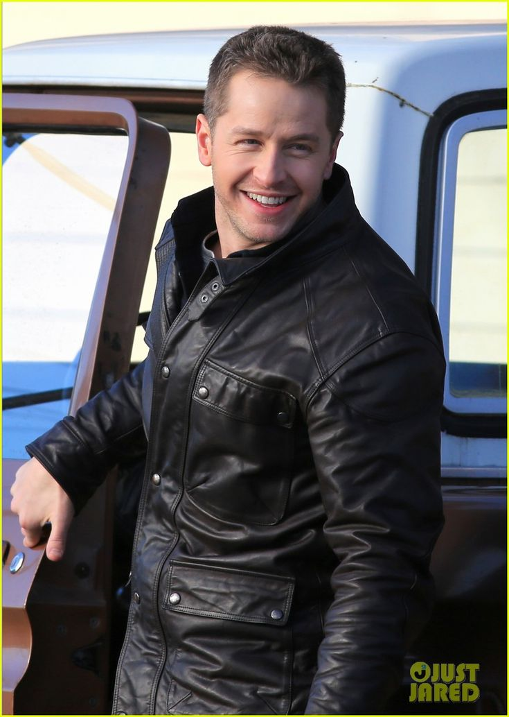 Ginnifer Goodwin & Josh Dallas Make Out on 'Once Upon a Time' Set