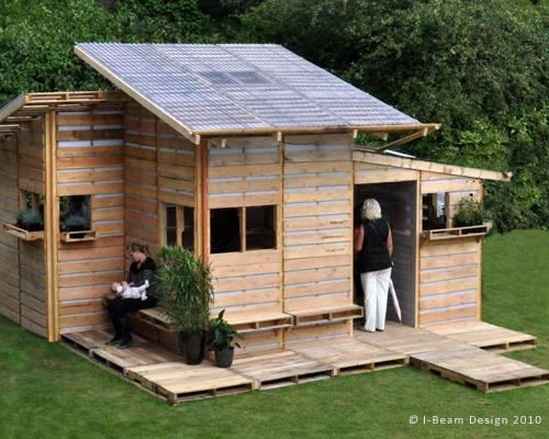 A small house built of palletts!!!