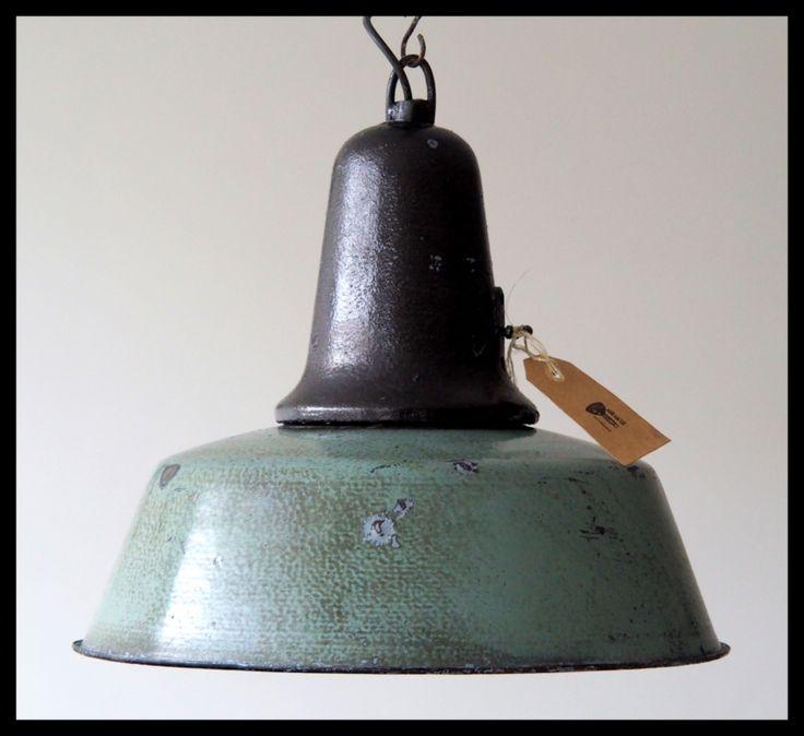 Zeegroen emaille industrielamp, zeer mooie bijzondere kleur. Stoer vintage staat!
