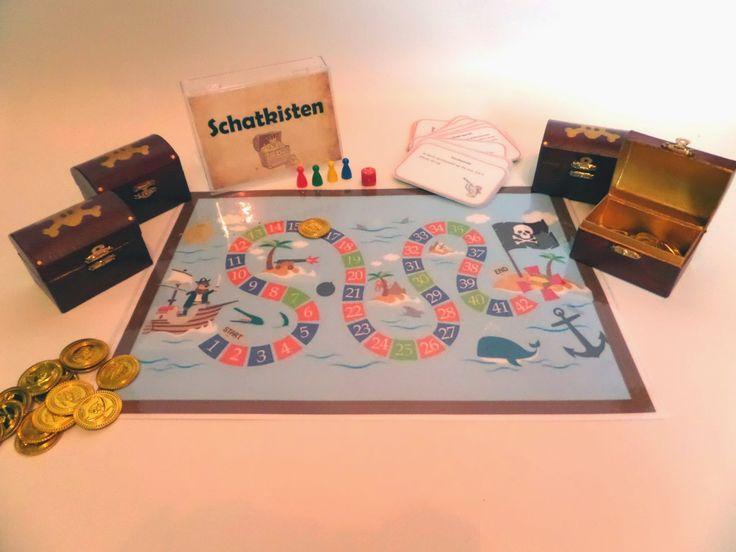 De kleuters kunnen ook piraat spelen in een gezelschapsspel. Zo moeten ze zoveel mogelijk gouden munten verzamelen in hun eigen schatkist, dit kan door vragen te beantwoorden of door opdrachten uit te voeren.