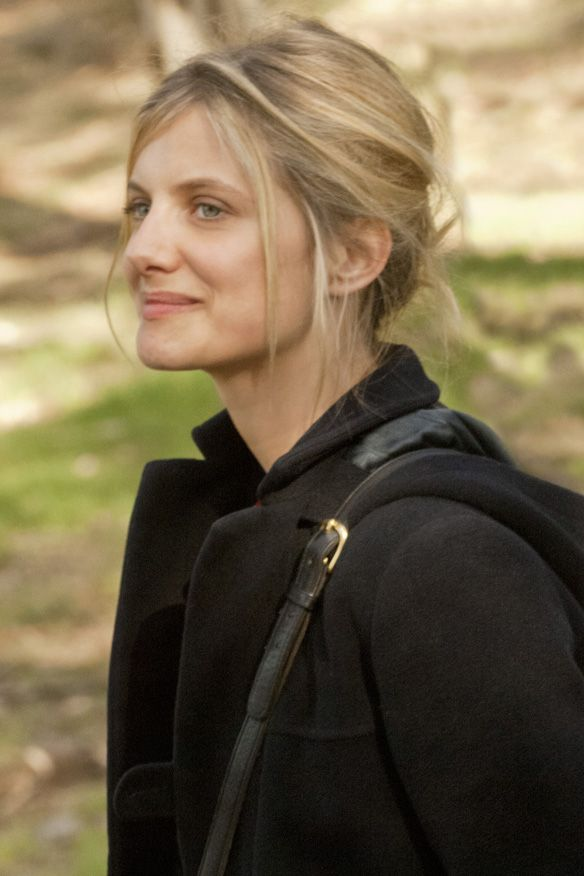Beginners Melanie Laurent Loose And Sexy Pinned Back Hair Hair Brained Skeems Pinterest